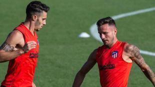 Saúl con Hermoso en un entrenamiento del Atlético