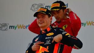 Verstappen y Leclerc tras el Gran Premio de Austria ganado por el...