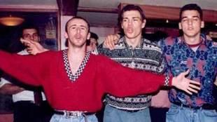 Sasa Curcic de fiesta con Savo Milosevic y Kovacevic