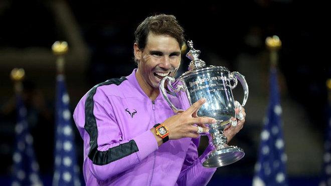 Rafa Nadal muerde su cuarta Copa como ganador del US Open.