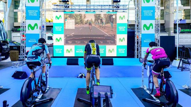 Varios participantes en el Movistar Virtual Cycling.