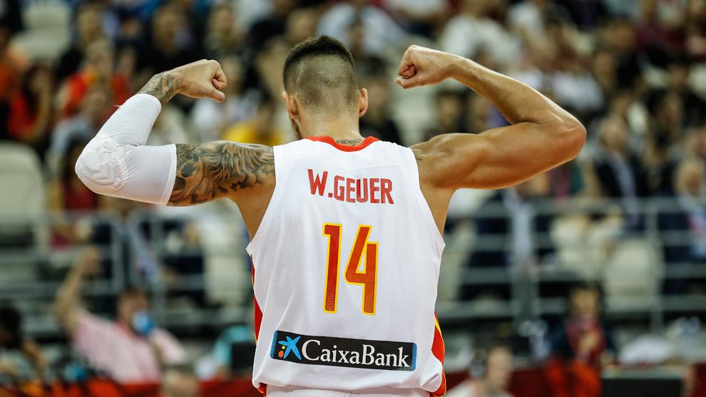 Willy Hernangómez saca músculo tras la victoria de España