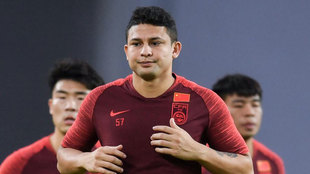 Elkeson, con China.