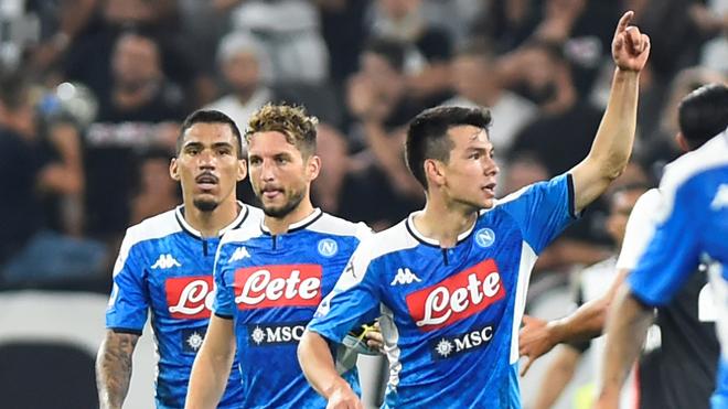 Lozano debutó con gol frente a la Juve.