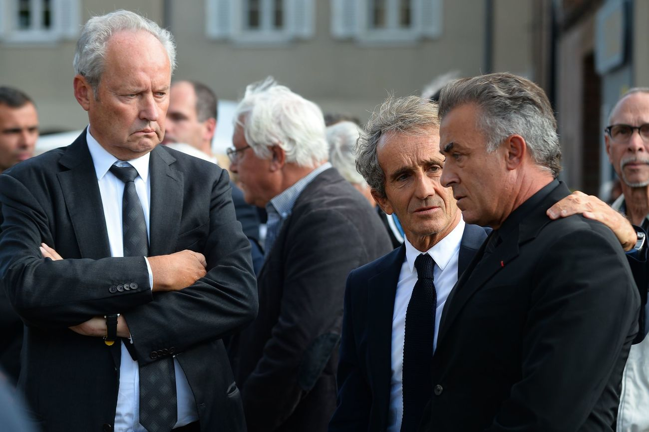 (From L) French President of Renault Sport F1 Jerome Stoll, Retired French F1 racing driver and Renault special advisor Alain Prost, Former Formula One Jean Alesi, waits for the funeral ceremony of the late French racing driver Anthoine Hubert's outside the Cathedral of Notre Dame, on September 10, 2019, in Chartres, center France. - The 22-year-old F2 driver was killed on August 31, 2019 in a crash on the Spa-Francorchamps circuit. (Photo by JEAN-FRANCOIS MONIER / AFP)