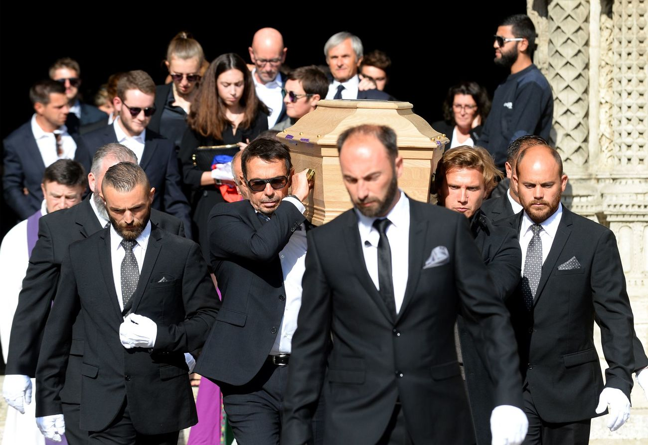 TOPSHOT - Pallbearers carry the coffin of late French racing driver Anthoine Hubert outside the Cathedral of Notre Dame at the end of his funeral ceremony, on September 10, 2019, in Chartres, center France. - The 22-year-old F2 driver was killed on August 31, 2019 in a crash on the Spa-Francorchamps circuit. (Photo by JEAN-FRANCOIS MONIER / AFP)