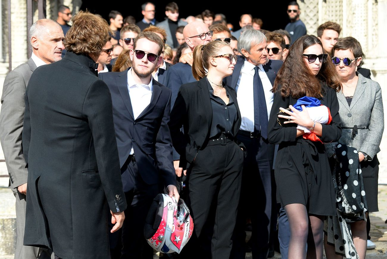 Victhor (L), brother of the late French racing driver Anthoine Hubert carry his helmet as he leaves next to Anthoine's girlfriend Julie Lajoux (2R) and his mother (R) at the end of the funeral ceremony outside the Cathedral of Notre Dame, on September 10, 2019, in Chartres, center France. - The 22-year-old F2 driver was killed on August 31, 2019 in a crash on the Spa-Francorchamps circuit. (Photo by JEAN-FRANCOIS MONIER / AFP)