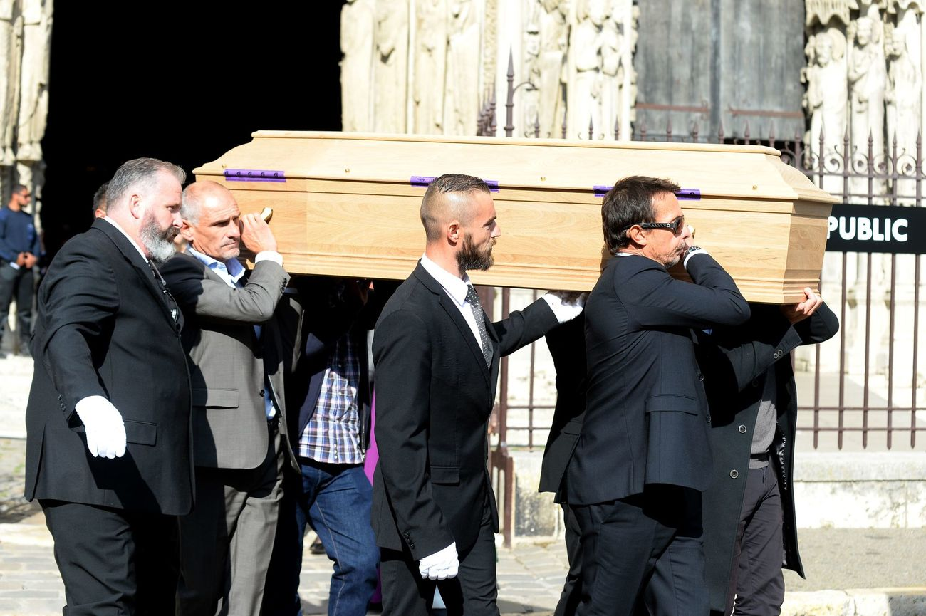 Pallbearers carry the coffin of late French racing driver Anthoine Hubert outside the Cathedral of Notre Dame at the end of his funeral ceremony, on September 10, 2019, in Chartres, center France. - The 22-year-old F2 driver was killed on August 31, 2019 in a crash on the Spa-Francorchamps circuit. (Photo by JEAN-FRANCOIS MONIER / AFP)