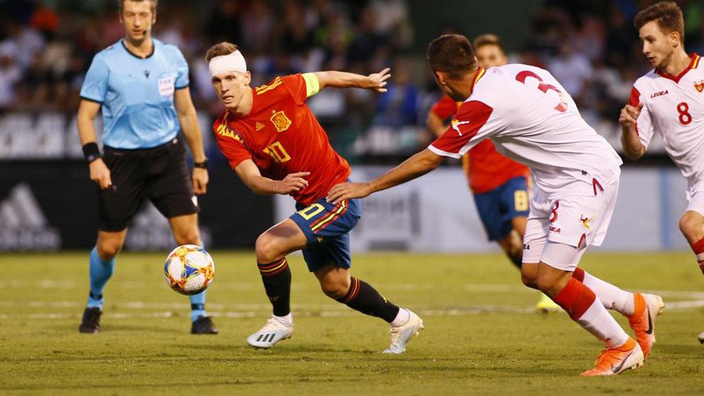 Dani Olmo durante el partido ante Montenegro.