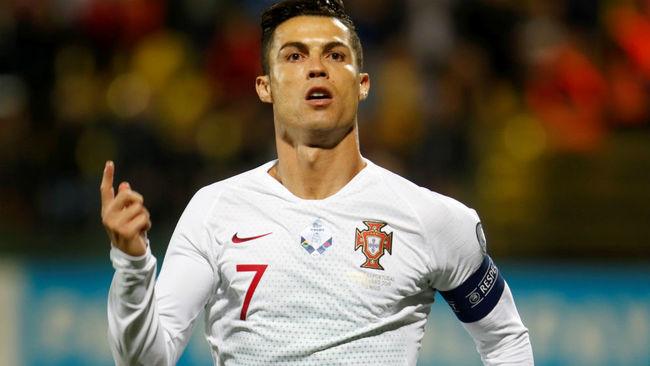 Cristiano (34) celebra uno de sus goles.