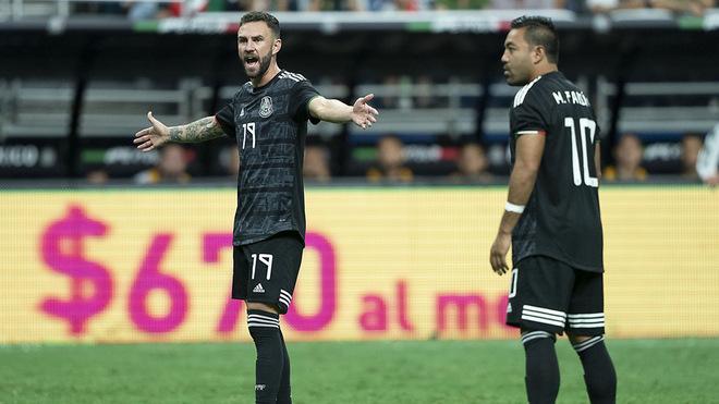 Miguel reclama al árbitro.