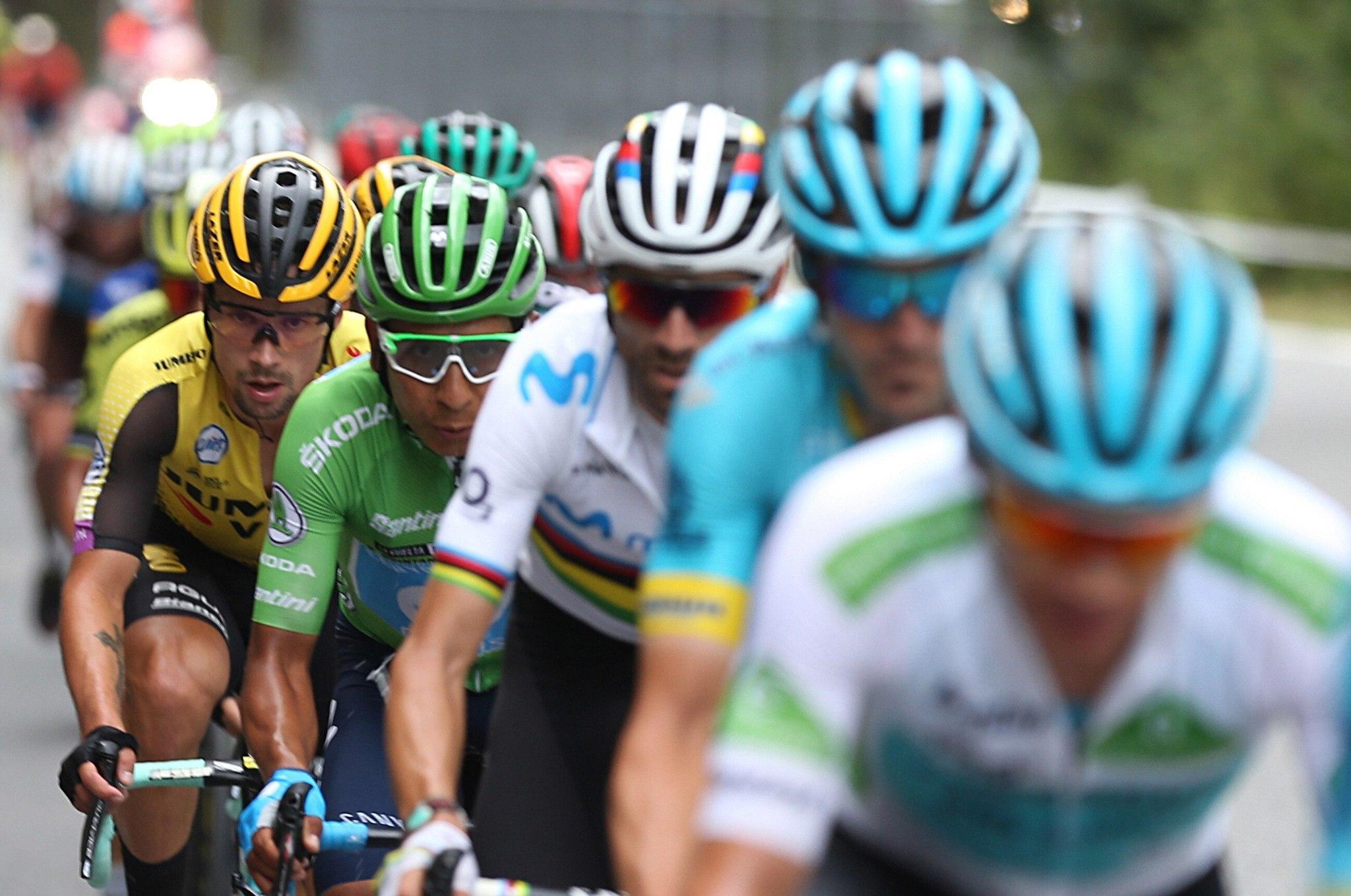 """GRAF4716. ANDORRA, 01/09/2019.- (De der a izq) El ciclista colombiano del equipo Astana, Miguel Ángel """"Superman López""""; su compatriota del equipo Movistar, Nairo Quintana; el eslovaco Primoz Roglic y el español <HIT>Alejandro</HIT><HIT>Valverde</HIT>, durante la novena etapa de la 74 Vuelta a España 2019, con salida en la localidad de Andorra La Vella y meta en Cortals D Encamp, y un recorrido de 94,4 kilómetros. El esloveno Tadej Pogacar (UAE Emirates), de 20 años, fue el vencedor de la novena etapa de la Vuelta, en la que el colombiano Nairo Quintana se enfundó el maillot rojo de líder. EFE/ Javier Lizón"""