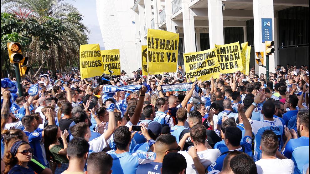 La afición del Málaga protesta contra la directiva