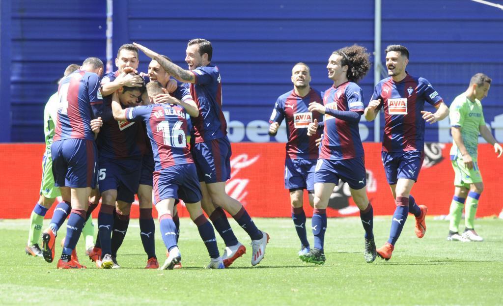Los jugadores del Eibar celebrando un gol en Ipurua la pasada...