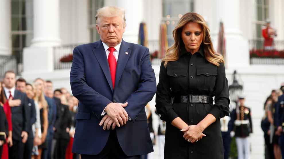 Donald Trump y Melania Trump durante el minuto de silencio