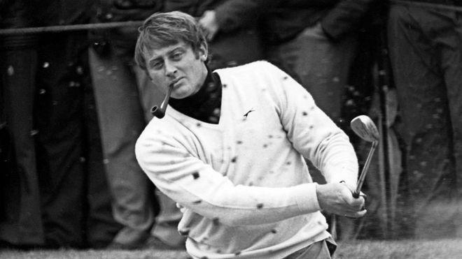 Brian Barnes saca de bunker en una imagen de 1981.