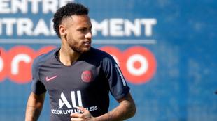 Neymar en entrenamiento con el PSG.