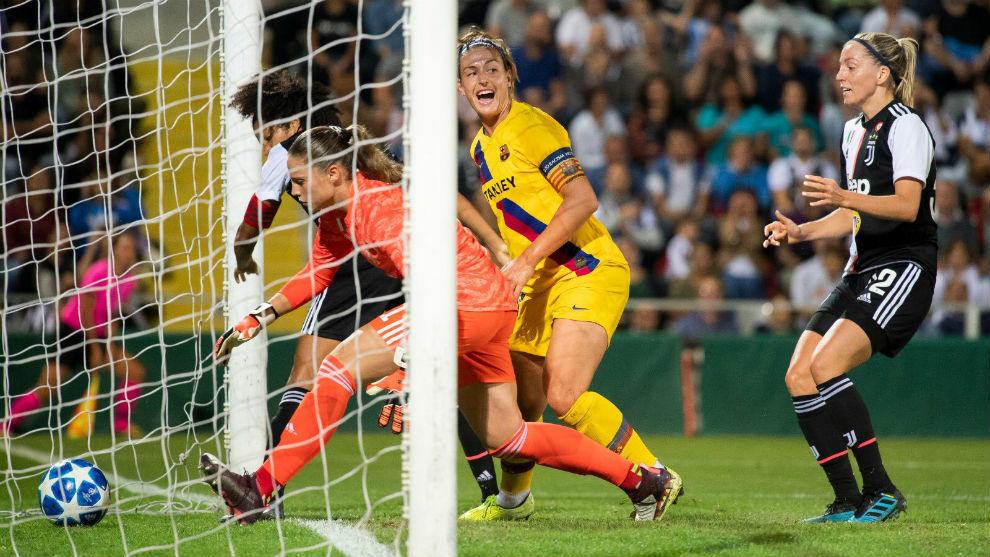 Alexia Putellas anotando el primer gol del Barcelona en Turín.