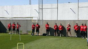 Parte del cuerpo técnico de Marcelino en un entrenamiento.