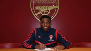 Joe Willock firma su renovación.