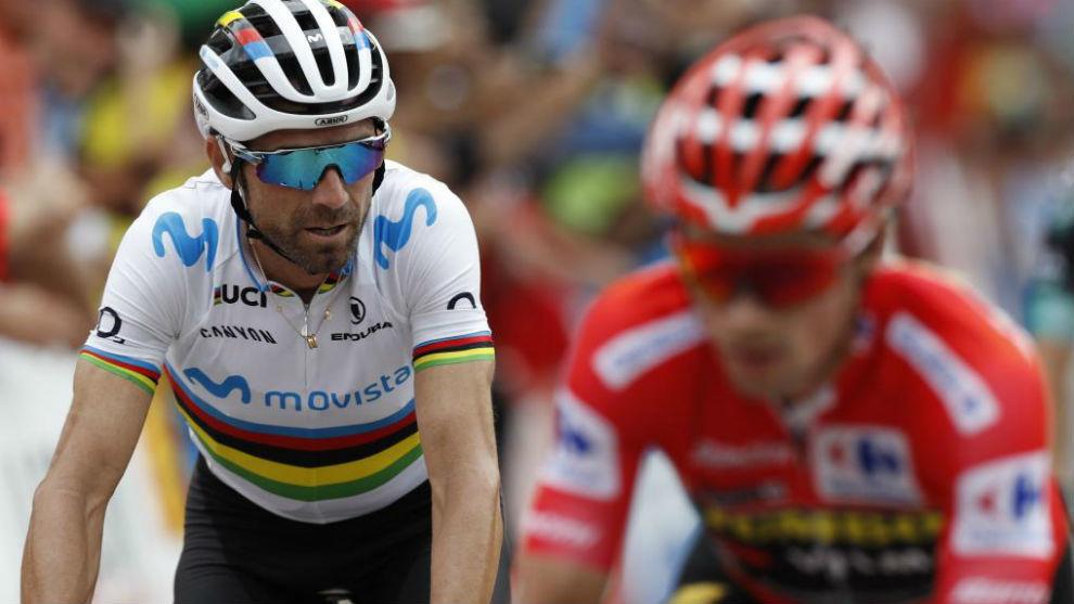 Valverde entrando en meta junto a Roglic.