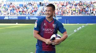 Presentación oficial de Okazaki con el Huesca.