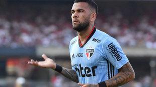Dani Alves celebra un gol con el Sao Paulo.