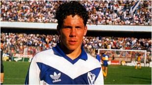 Simeone con 17 años en su primer partido como profesional en Vélez