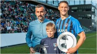 José Riveiro y Filip Valencic fueron designados mejor entrenador y...