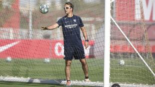 Julen Lopetegui, en un entrenamiento del Sevilla en la Ciudad...