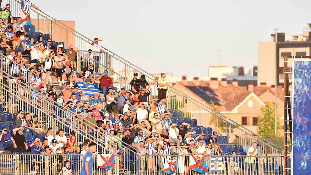 Aficionados de la Ponferradina en el partido del Fernando Torres