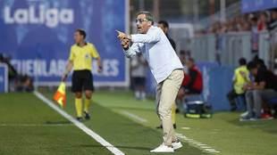 Bolo, dirigiendo a sus jugadores desde la banda del Fernando Torres