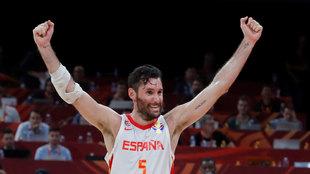 Rudy Fernández celebra la victoria de España