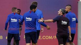 Luis Suárez Valverde y varios jugadores