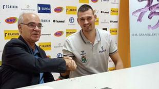 El lateral serbio Drasko Nenadic en su presentación con el Granollers...