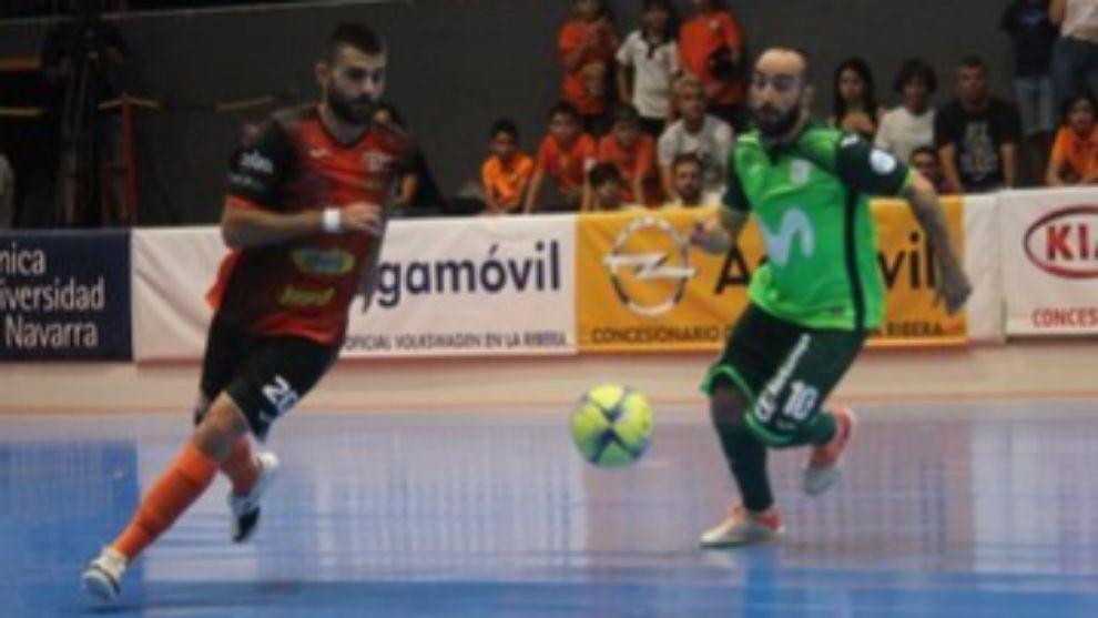 David Pazos (25) y Ricardicho (34) durante un lance del partido.