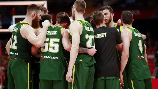 Los jugadores de Australia tras el partido