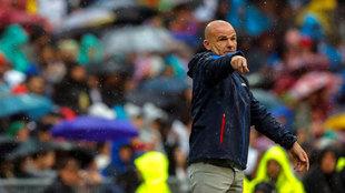 Paco López, durante el partido ante el Real Madrid