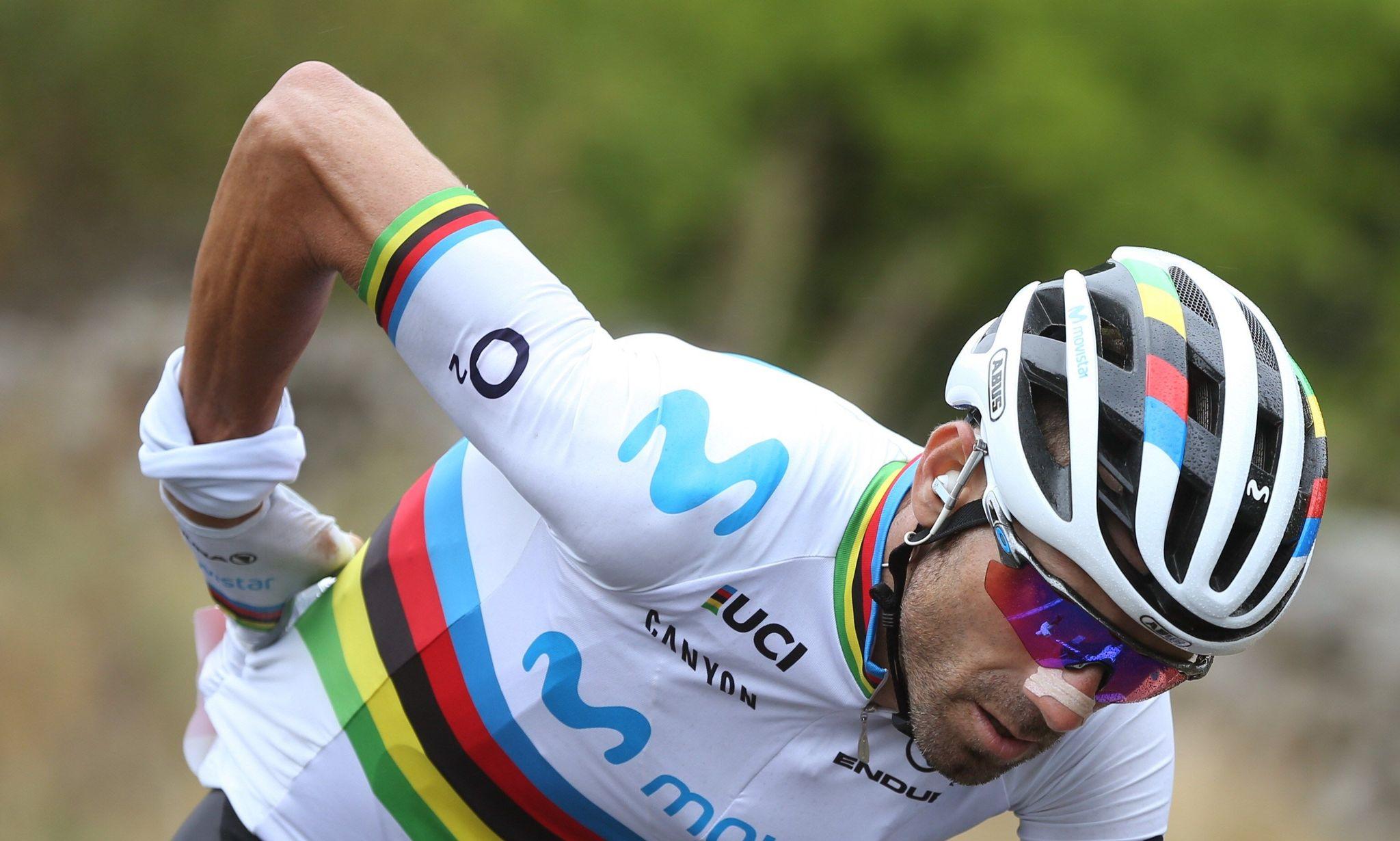GRAF2280. ARENAS DE SAN PEDRO (ÁVILA), 14/09/2019.- El ciclista murciano, Campeón del Mundo, del equipo Movistar, <HIT>Alejandro</HIT><HIT>Valverde</HIT>, durante la vigésimo etapa de la Vuelta a España 2019, que ha partido de la localidad abulense de Arenas de San Pedro y finaliza en la Plataforma de Gredos, tras 190,4 kilómetros de recorrido. EFE/Javier Lizón