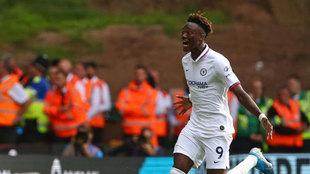 Abraham celebra uno de sus goles al Wolverhampton.