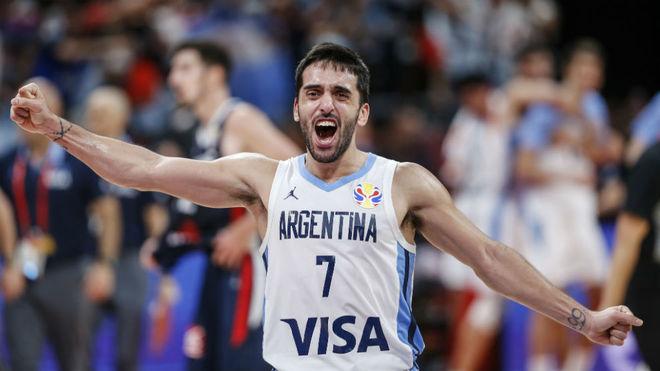 Facundo Campazzo celebra la victoria de Argentina sobre Francia en...