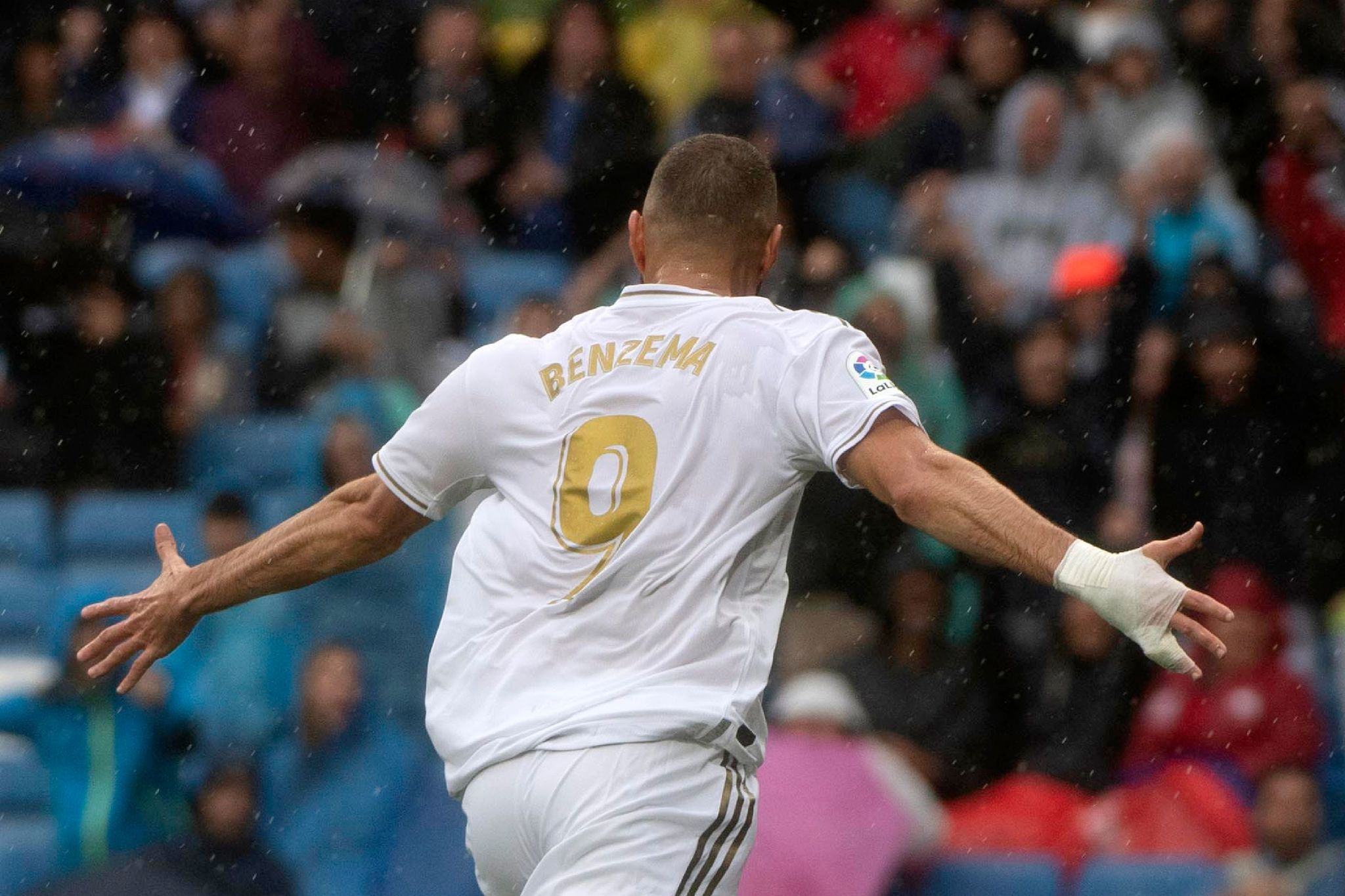 TOPSHOT - Real Madrids French forward Karim <HIT>Benzema</HIT> celebrates after scoring during the Spanish league football match Real Madrid CF against Levante UD at the Santiago Bernabeu stadium in Madrid on September 14, 2019. (Photo by CURTO DE LA TORRE / AFP)