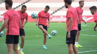 Chicharito podría tener sus primeros minutos con el Sevilla