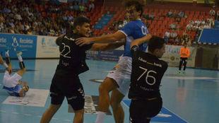 Un momento del partido entre el Atl. Valladolid y el Sinfín /