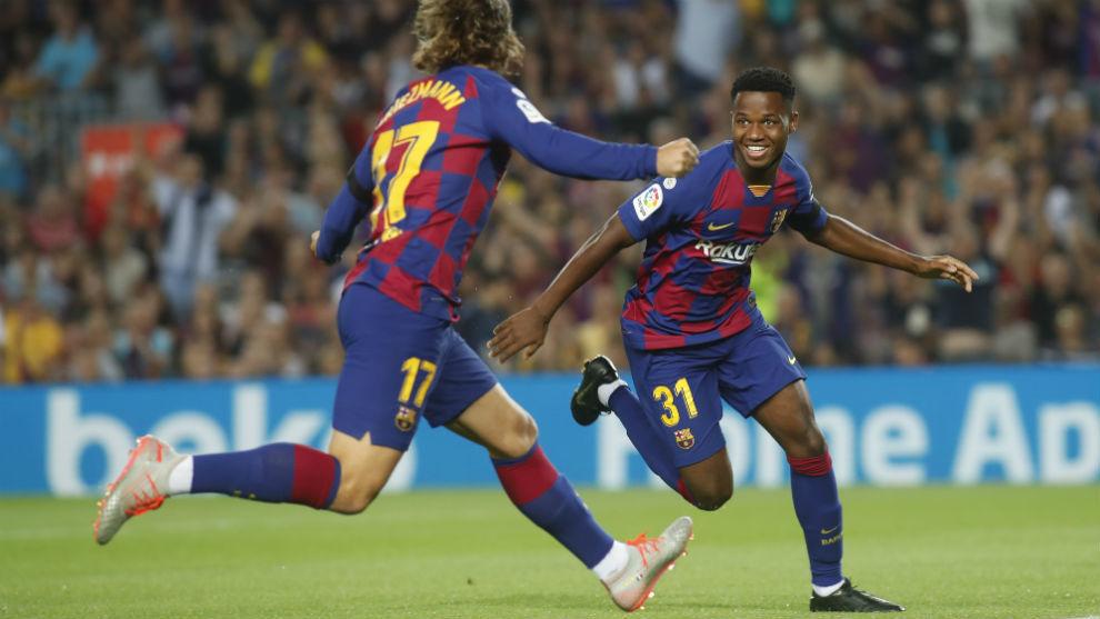 Ansu Fati celebra el primer gol que marca como azulgrana en el Camp Nou.