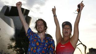 Iffland y Hunt celebran sus respectivos títulos.