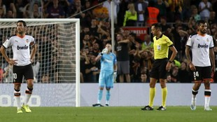 Dani Parejo and Ezequiel Garay looking frustrated during the Barcelona...