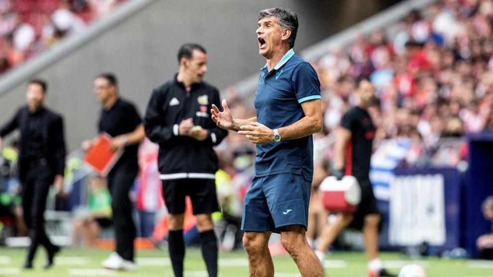 José Luis Mendilibar, durante un partido ante el Atlético de Madrid.