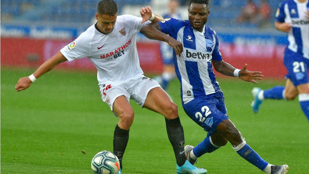 Chicharito (31), en su debut con el Sevilla en Mendizorroza.