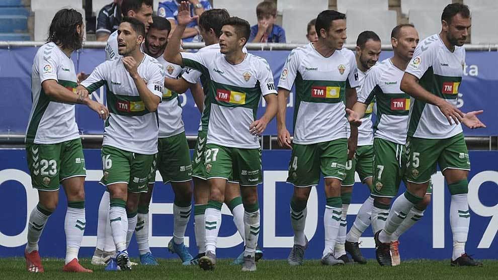 Los jugadores del Elche celebran el primer gol de Qasmi en el Tartiere